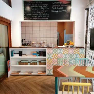 îlot Colombo tiles featured at Milk & Honey Café in Colombo